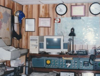 VE3PMW Ham Shack early 90's
